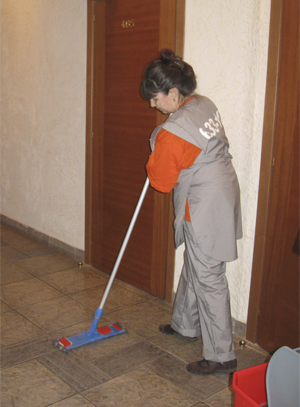 уборщица в квартире