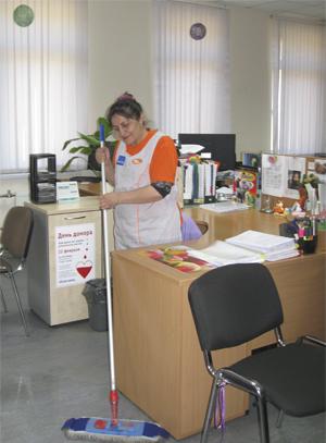уборщица в офисе